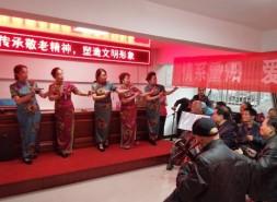 志愿者进社区:重阳节里送健康送文艺