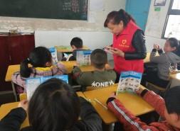 雙清區:掃黑除惡進校園 黨員志愿者在行動