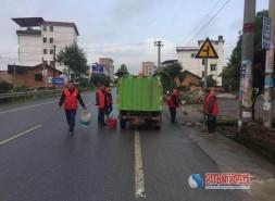 """新宁县中长村开展""""美丽中长 我在行动""""环境整治清扫活动"""