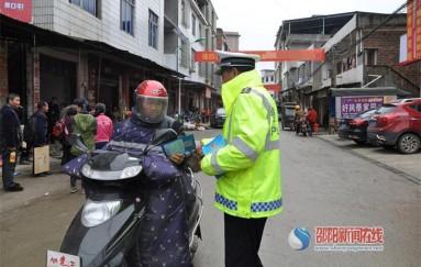 隆回交警大隊開展交通安全宣傳進