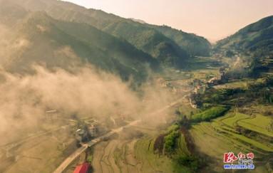綏寧:晨光中的小山村 云霧繚繞
