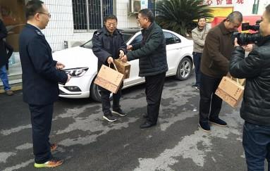 """洞口縣總工會開展冬季""""送溫暖"""""""