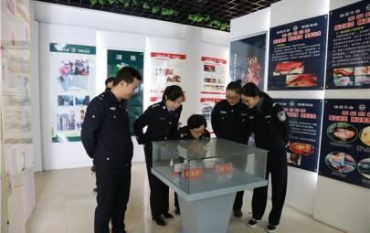 隆回县公安局交警大队组织民警、辅警参观禁毒教育基地