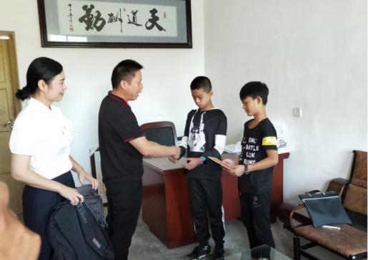 邵陽市自來水公司開展幫扶助學志愿者活動