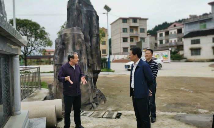 李志雄在武冈调研基层群众自治工作